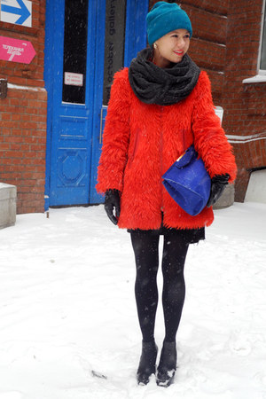 red vintage coat - navy Zara bag