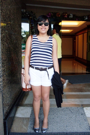 white shorts - silver shoes - brown purse - blue shirt - black Ray Ban sunglasse