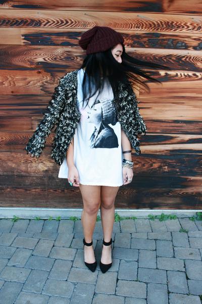 ivory Peanut Butter & Jerri dress - crimson Forever 21 hat - black Zara heels
