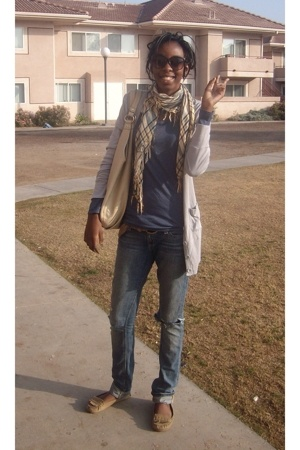 Forever21 scarf - American Apparel sweater - thrifted t-shirt - hollister jeans