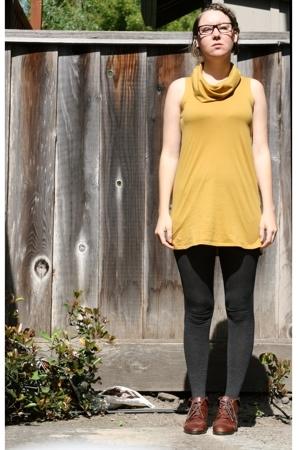American Apparel dress - Banna Republic tights - vintage shorts - Urban Outfitte
