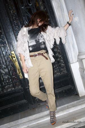 beige H&M pants - beige Topshop coat - black Topshop t-shirt - beige Aldo shoes