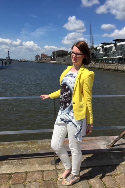 white fake snake skin JustFab jeans - yellow cotton Zara blazer