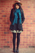 Teal ruffle scarf and a vintage boater
