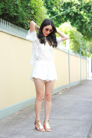 white keepsake top