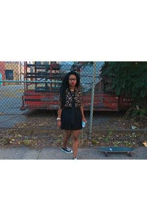 black pleated skirt Forever21 skirt - black Converse sneakers