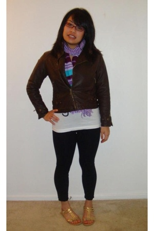 Zara jacket - Old Navy scarf - Old Navy t-shirt - Classified shoes - Wet Seal le