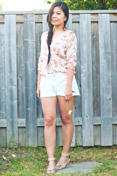 light pink floral print intimissimi blouse - white denim Joe Fresh shorts
