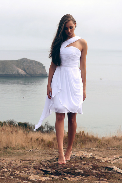 white Oarry dress