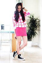 hot pink inlovewithfashion jumper - black Converse sneakers