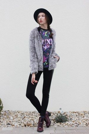 purple printed PoppyLovers shirt - maroon doc martens Primark boots