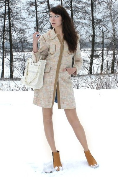 mustard New Yorker boots - neutral vintage coat - off white vintage bag