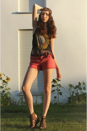 black fringed H&M t-shirt - yellow band tee t-shirt - coral 3Suisses shorts