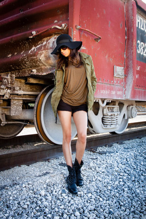 troopa boots Steve Madden boots - Beya hat - anorak jacket Forever 21 jacket