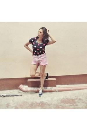 polka dots shirt - bubble gum rugged shorts - sneakers