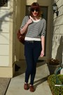 Navy-gap-jeans-white-h-m-sweater-brown-thrifted-bag-black-h-m-sunglasses
