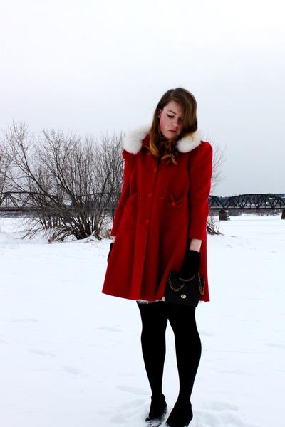 brick red vintage jacket - black HUE tights - black winners purse
