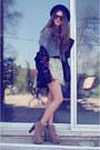 Black-vintage-jacket-light-blue-arafeel-skirt