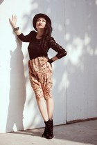 light orange printed Paperbag Vintage pants - black Charles and Keith boots