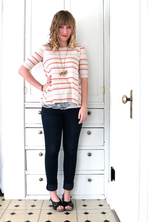 ivory stripe DEMYLEE t-shirt - navy skinny Mossimo jeans