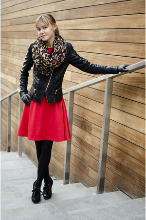 red PresKA dress - black Deichmann boots
