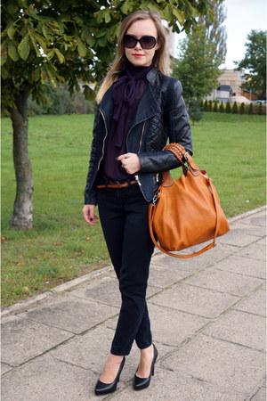 black TK Maxx jeans - brick red all bag - black Guess sunglasses