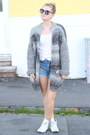 Levis-shorts-self-made-cardigan-converse-light-converse-sneakers