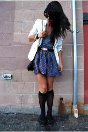 blue modcloth skirt - black peep-toe wedges Kenzie shoes - white vintage blazer