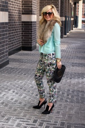 joe heels - tory burch bag - Ray Ban sunglasses - Zara pants - joe top
