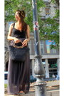Black-tote-bag-silver-flats-charcoal-gray-chiffon-skirt-black-cotton-top