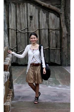 camera-travel bag - belt - floral blouse - pleated skirt - cardigan - sandals