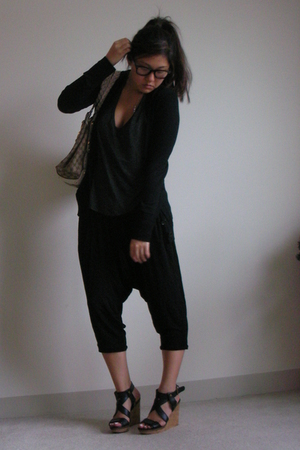 Elizabeth & James pants - Club Monaco sweater - Alexander Wang shirt - Zara shoe