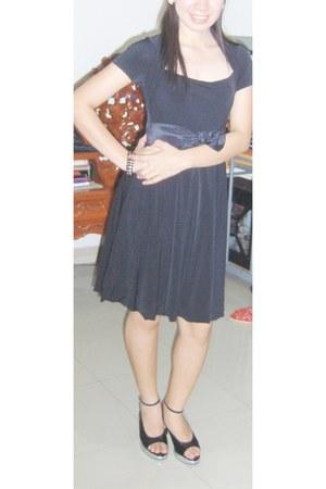 karimadon dress - heels - bracelet