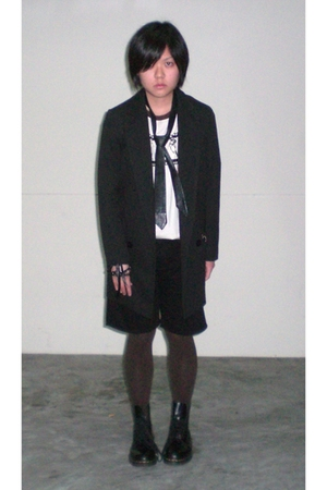 blazer - t-shirt - shorts - accessories - tights - diva accessories