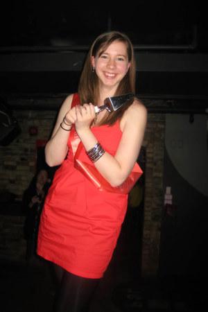 black Suzy Shier bracelet - ruby red Dynamite dress