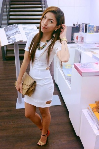 White Bodycon Accessorize Dresses, Tan Vintage Bags, Heels ...