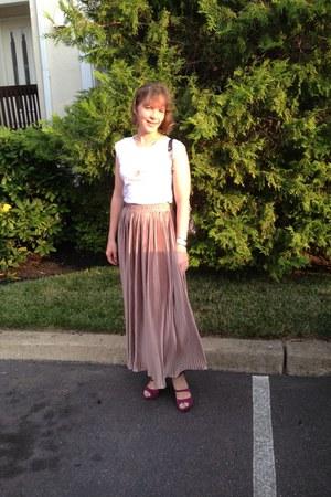 white American Apparel t-shirt - light pink American Apparel skirt