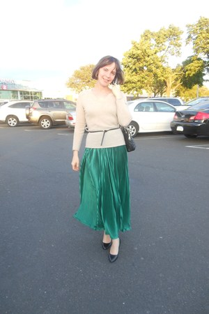 dark green accordion pleat American Apparel skirt - camel Cashmere Cache sweater