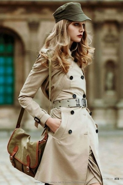 Beige-coat-green-purse-beige-belt-green-hat_400