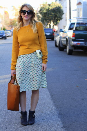 mustard zip Marc by Marc Jacobs sweater - navy suede Joie boots