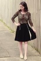 black Alannah Hill skirt - ivory vintage bow ferragamo pumps