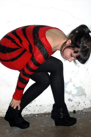 red H&M dress - black Urban Outfitters tights - black Spring shoes
