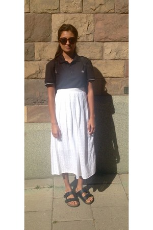 brown unknown sunglasses - black pique t-shirt - white Monki skirt