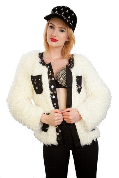 Lala and Sasi coat