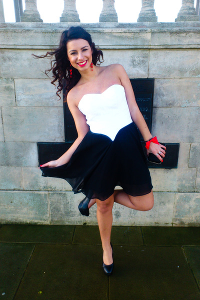 white Edressy dress - black Glow pumps