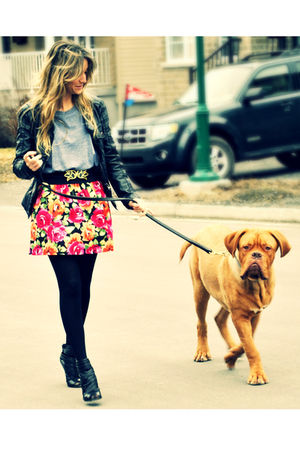 pink floral Sirens skirt - black peep-toe ankle Aldo boots