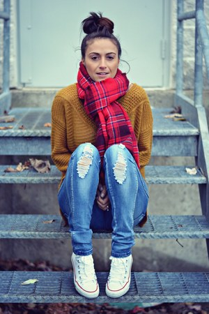 blue distressed Ardene jeans - mustard knit H&M sweater
