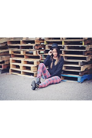 red plaid Ardene leggings