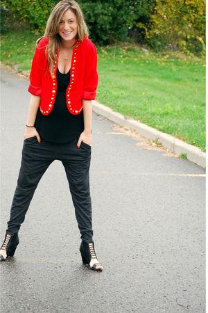 black tank Sirens top - black wedge strap up Aldo shoes - red vintage blazer