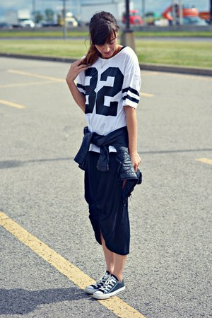 white numbers sport Ardene top